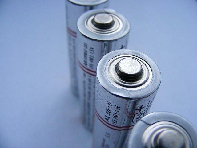 batteries-87535_640-640x480.jpg
